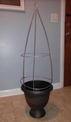tomatoe cage in urn.JPG